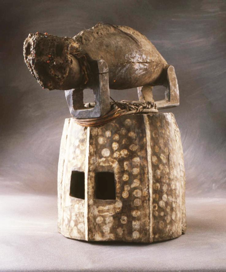Masque heaume poniuogo, Senoufo, Côte d'Ivoire-Mali, musée d'Angoulême, équivalent au musée de Dakar acquis par le centre IFAN de Côte d'Ivoire en 1950